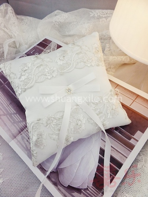 Gorgeously Lace Ring Pillow