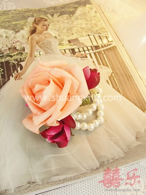 Enchanting Love Floral Corsage (Pearl)