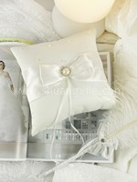 Pearl @ Elegance Wedding Ring Pillow