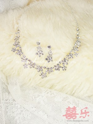 Simple Floral Crystal Necklace Set