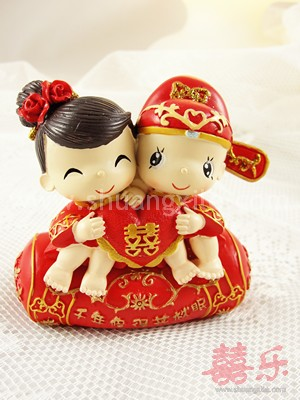 Sweetie Couple on Pillow Figurine Small