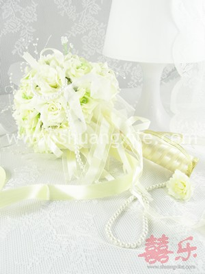 Deeply In Love - Cream Rose Hand Bouquet~